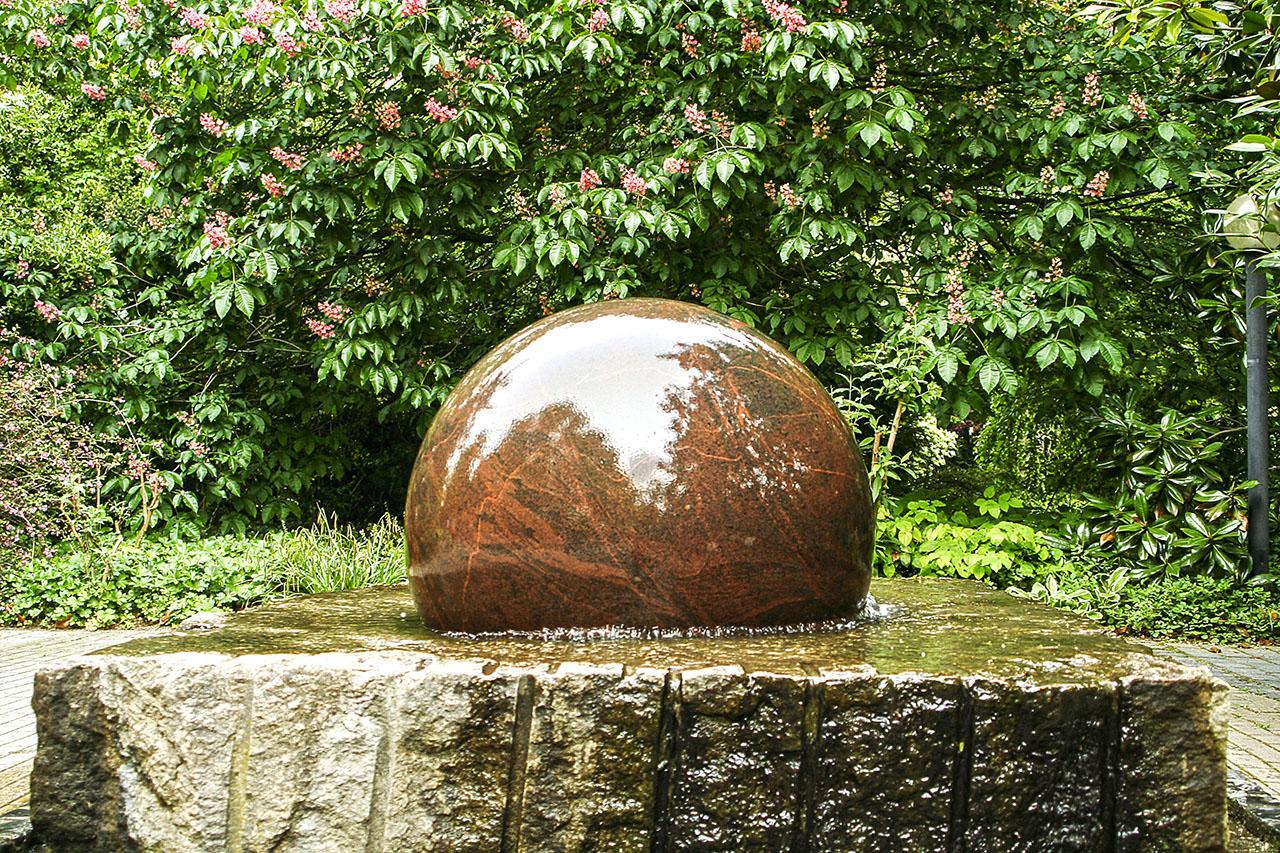 fontane da esterno vendita: fontana a sfera da giardino saturno ... - Arredamento Zen Roma